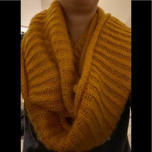 Chunky mustard knit scarf